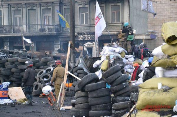 Горы из автомобильных шин на Грушевского не иссякают благодаря неравнодушным работникам СТО