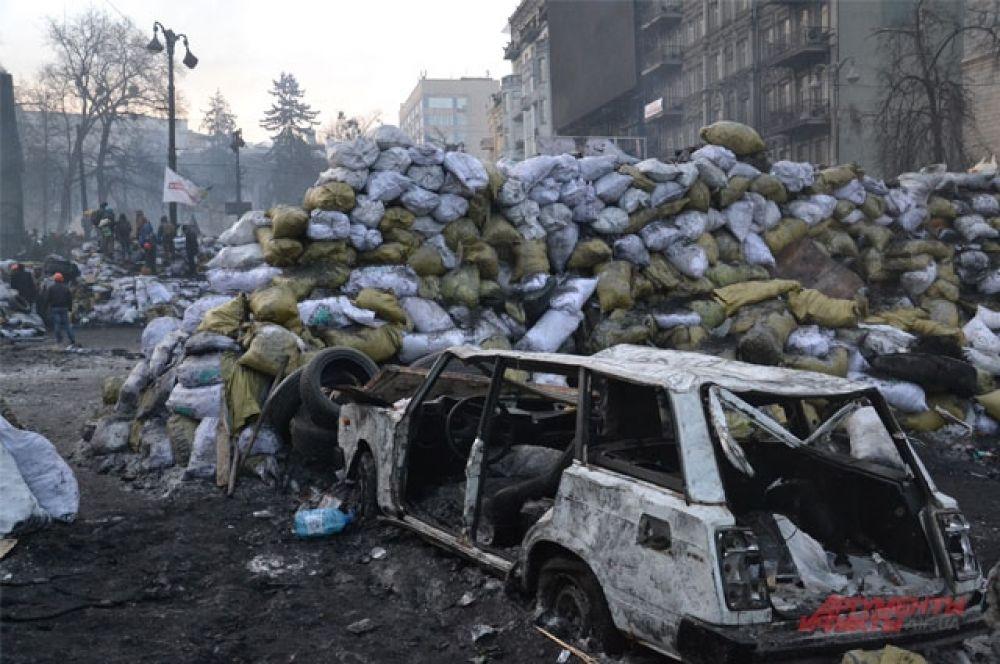 Во время столкновений на Грушевского пострадали не только милицейские машины, но и авто жителей Киева