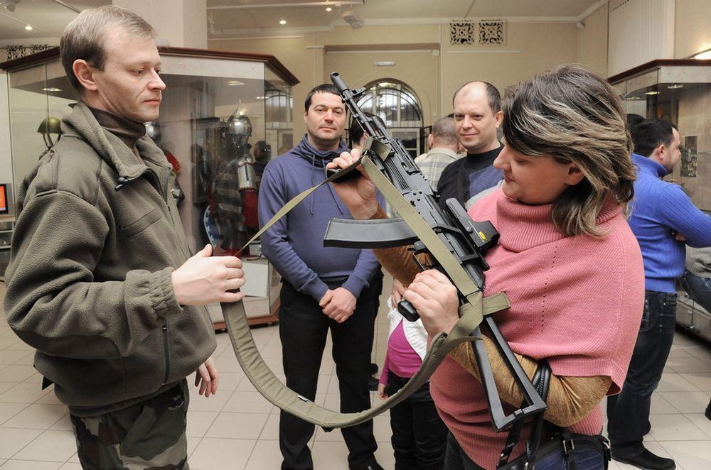 В выставке принимают участие около 70 любителей и знатоков военной истории.