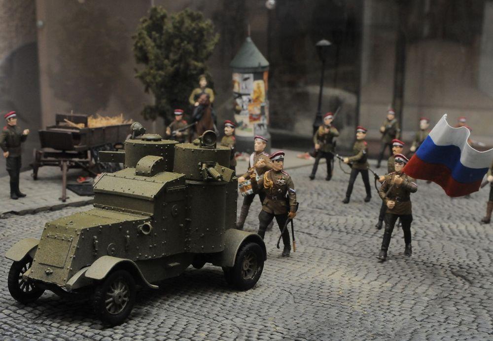 Из отечественной истории особым вниманием пользуются времена гражданской войны и Великой Отечественной войны.