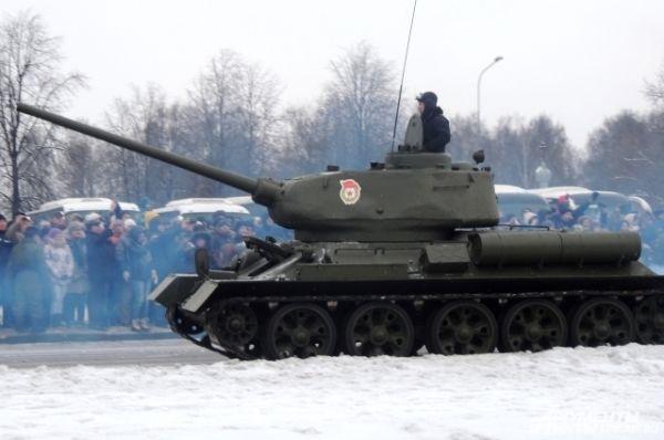 Военная техника отправилась на Дворцовую площадь