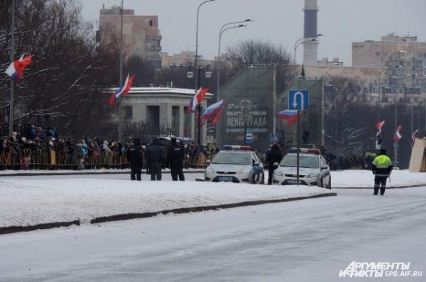 Парад начался от Пискаревского кладбища