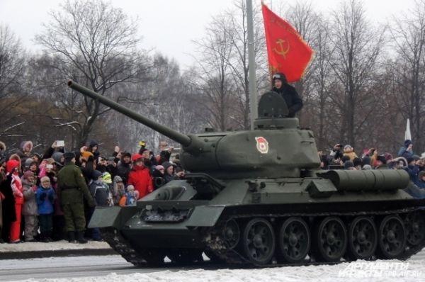 В параде приняли участие танки времен войны