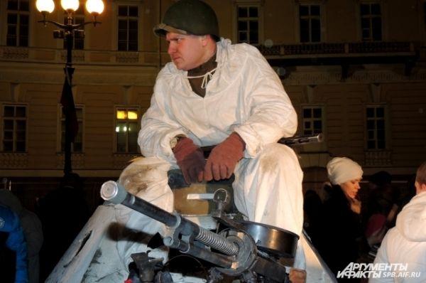 Военная техника с парада войск прибыла на Дворцовую