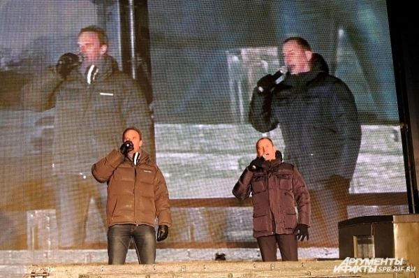 На Дворцовой площади установили несколько сцен