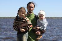 Захар Ставицкий с детьми.