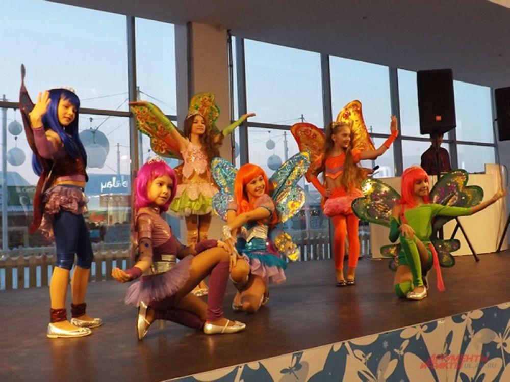 Своим ярким выступлением зрителей порадовала шоу-группа «Крылья»