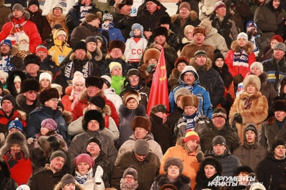 Поболеть в Иркутск съехались любители бенди из разных уголков страны.