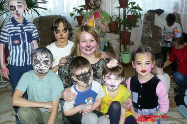 Сказочные существа поселились в Сосновоборском детском доме