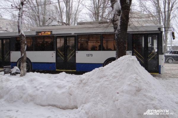 В этот раз снега выпало меньше, чем в конце 2013 года. И дорожные службы справляются.