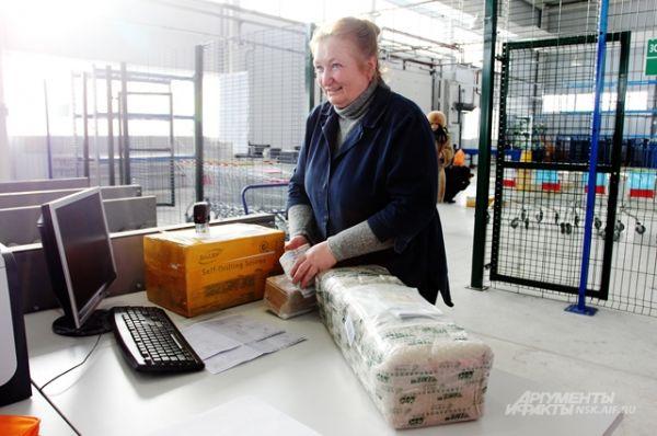 Если работники таможни решат, что стоимость посылки, в которой содержится товар, заказанный по интернету, была занижена, то они будут проверять и сомнительный сайт, и саму посылку.