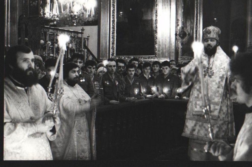 Богослужение в день памяти вывода советских войск из Афганистана, 1990-е гг.