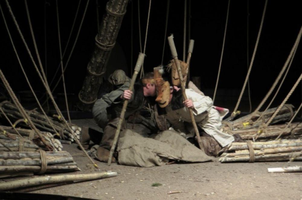 К работе над спектаклем были привлечены специалисты и ученые, занимающиеся изучением традиционной культуры обских угров.