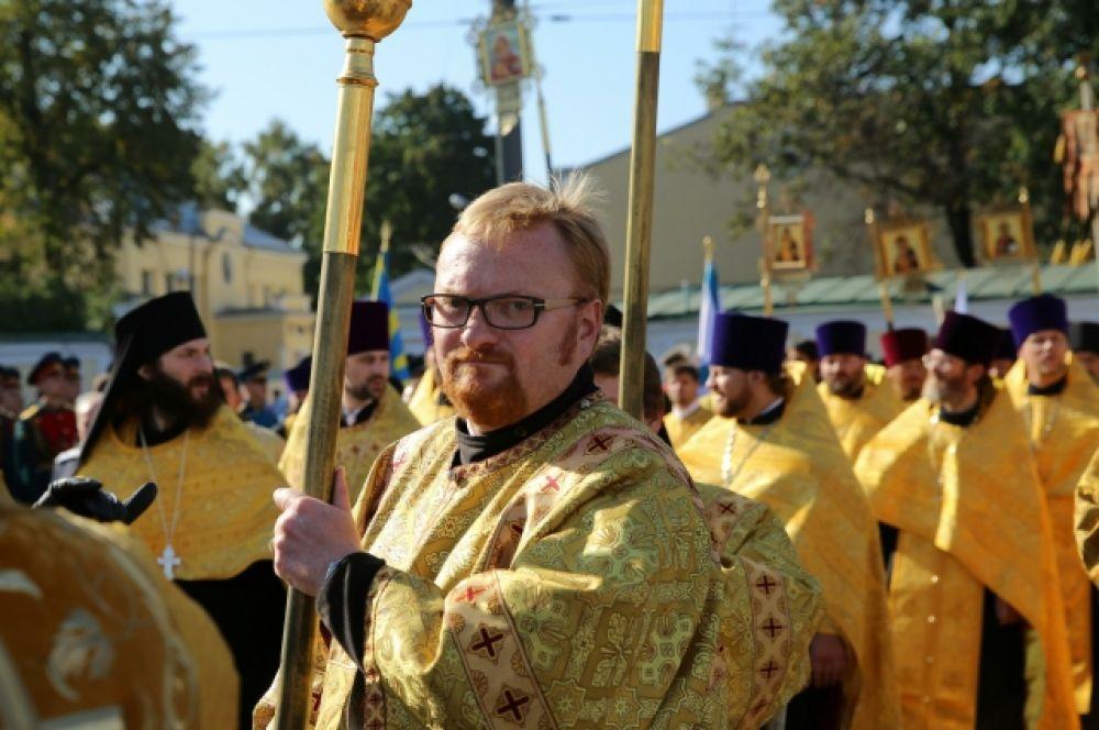 Милонов возглавлял крестный ход в честь 300-летия Александро-Невской лавры