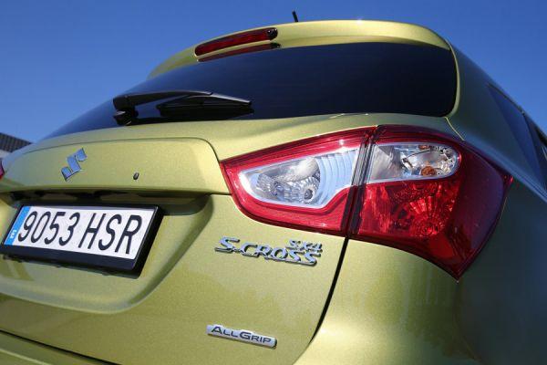 Даже при отсутствии светодиодов задний фонарь может выглядеть вполне эффектно. В качестве примера можно привести второе поколение популярного кроссовера Suzuki-SX4.