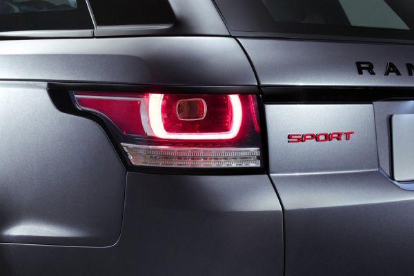 Брутальные внедорожники тоже становятся стильными. Но несмотря на внешнюю изящность огни Range Rover Sport содержат грубые квадратные сегменты, говорящие о происхождении носителя.