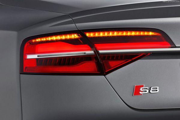 Присутствие внешних металлических элементов в блоке задних фонарей требует превосходной сборки. А чего же ещё можно ожидать от флагмана Audi спортивного S8?