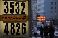 Курс евро на Московской бирже впервые в истории превысил уровень в 48 рублей.