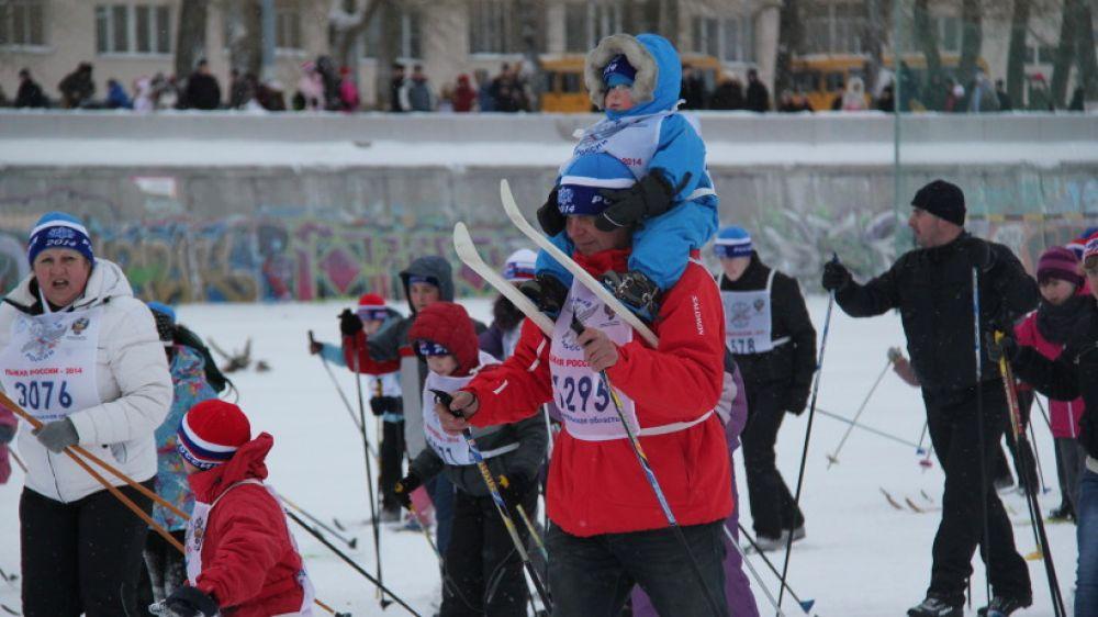 В массовом забеге на 2014 метров участвовали целыми семьями.