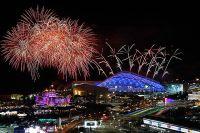 Салют во время репетиции церемонии открытия Игр в Сочи.