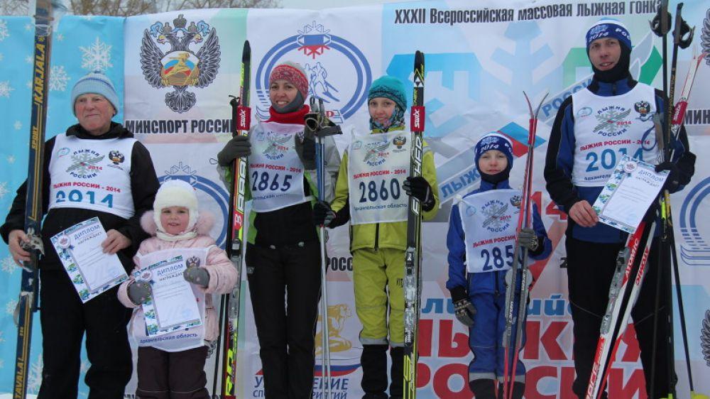 Самая младшая участница «Лыжни России-2014» - Полина Мешлеева (4 года), самый опытный лыжник - Николай Власов (85 лет), самая спортивная семья - семья Крысановых.