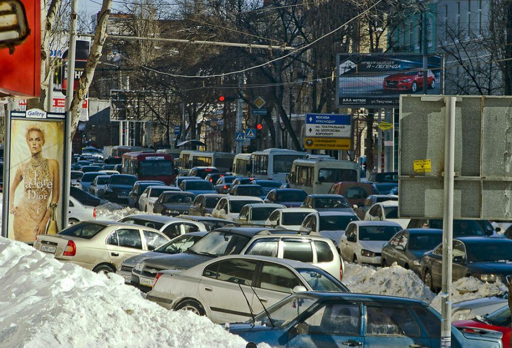 Движение автотранспорта парализовано