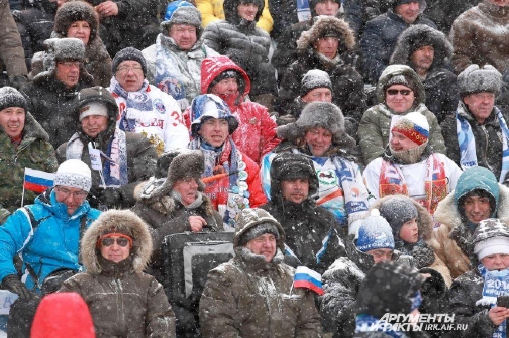 Погода испытывала болельщиков на прочность морозом и снегом.
