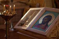 Икона, к которой прикреплена частица Тернового венца Христа.