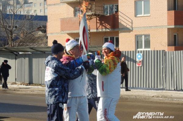 Мария Абакумова передает Эстафету огня дальше