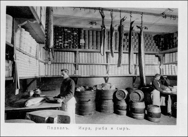 У магазина имелись собственные производства, где делали сыры, копчения, солили рыбу