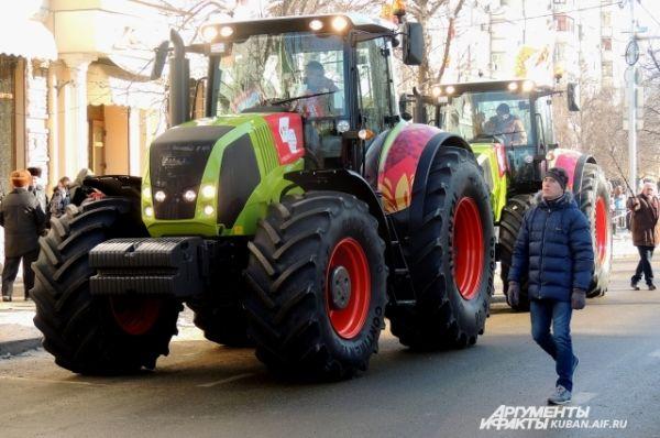 А вот и олимпийский трактор
