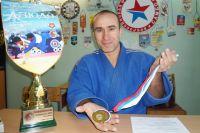 Анатолий Блихарский с золотой медалью.
