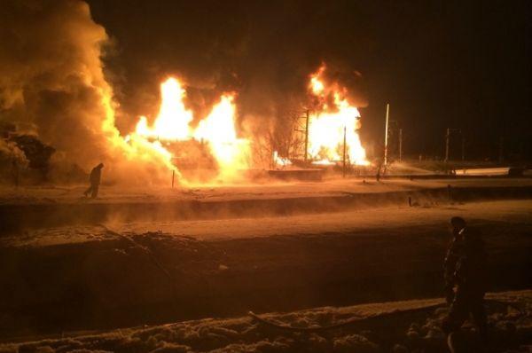 13 пассажирских поездов, которые были задержаны в результате возгорания цистерн на железной дороге в Кировской области, будут пущены в обход аварийного участка, сообщает РСН.
