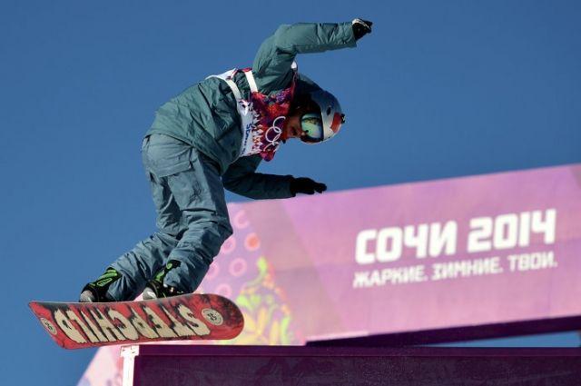 Россиянин Алексей Соболев на тренировке по сноуборду перед началом Олимпийских игр в Сочи