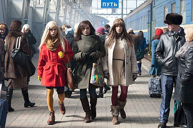 Александр Головин, Илья Глинников и Александр Ведменский в комедии «В спорте только девушки». 2014 год.