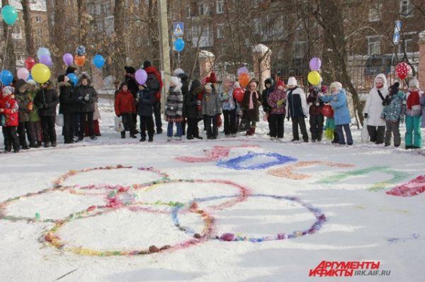 Рисунок будет красоваться во дворе школы до первых снегопадов.