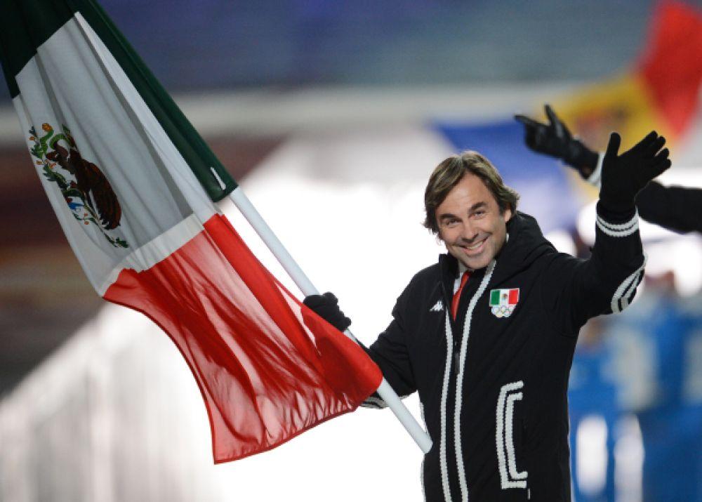Знаменосец сборной Мексики Хубертус фон Гогенлоэ, является самым возрастным участником в Сочи-2014. Для 55-летнего горнолыжника сочинская Олимпиада станет уже шестой.