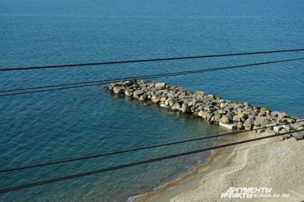 Черное море, штиль, чистое синее небо и 10 градусов тепла. Вот она, Зимняя Олимпиада в Сочи