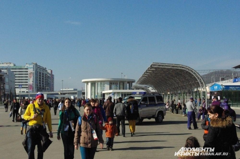 Площадь перед входом в Олимпийский парк