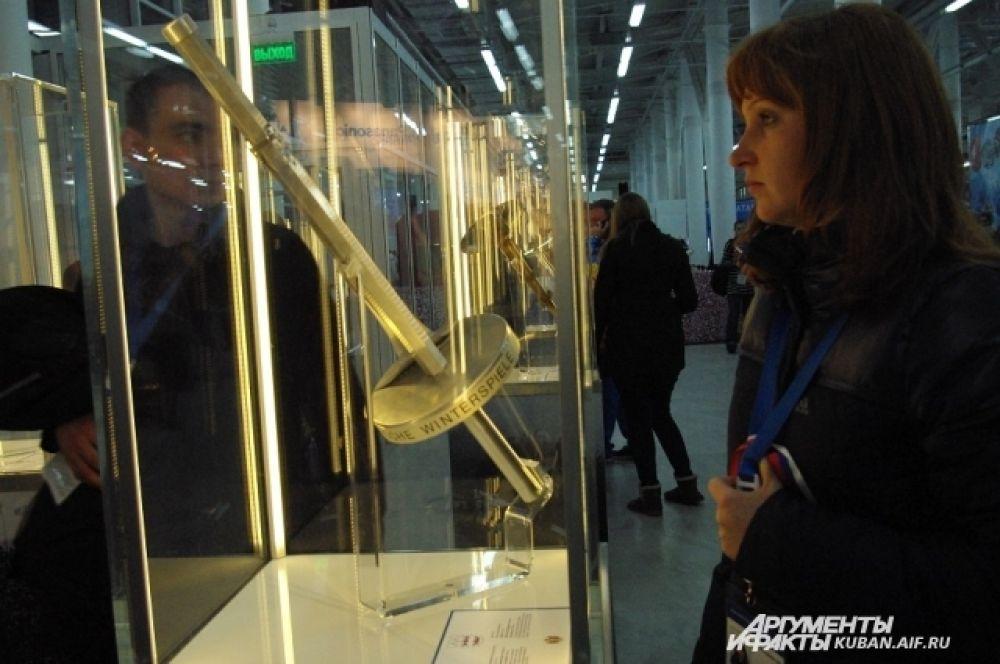 На выставке представлены олимпийские факелы, начиная с 1960 года