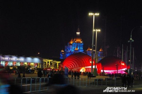 Ночная подсветка в Олимпийском парке