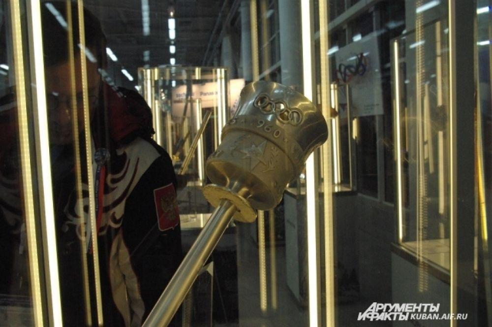 Выставка факелов разных Олимпиад в Доме болещиков