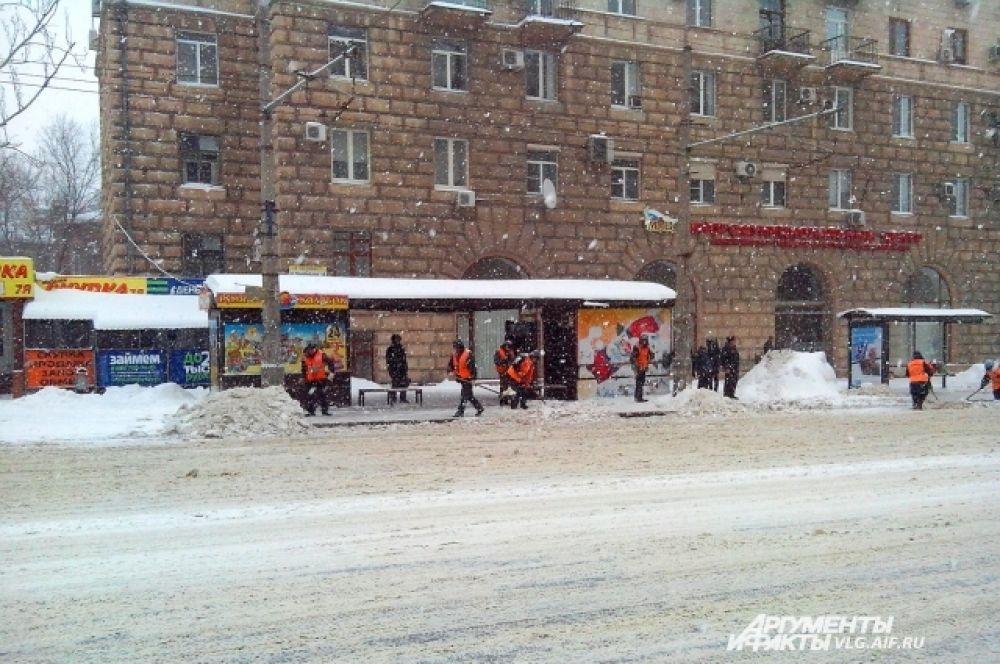 Комсомольская. Дорожники трудятся с утра