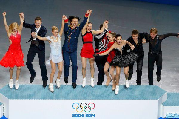 Уверенной победой завершилось выступление сборной России в командных соревнованиях по фигурному катанию. Сначала практически идеально свою программу откатал Евгений Плющенко, а затем, когда победа нашей команде была почти обеспечена, своим выступлением настоящие овации сорвала 15-летняя Юлия Липницкая.