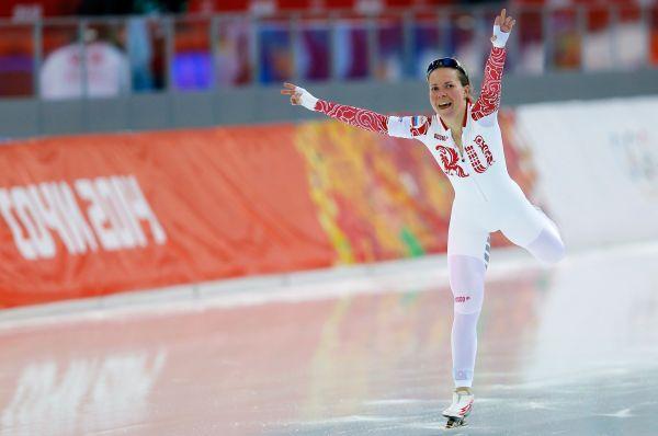 Первую медаль в копилку нашей команды закинула конькобежка Ольга Граф. В борьбе за третье место она проиграла на старте спортсменке из Голландии, но затем быстро сократила отставание, а затем уверенно вышла вперёд, завоевав бронзовые награды.
