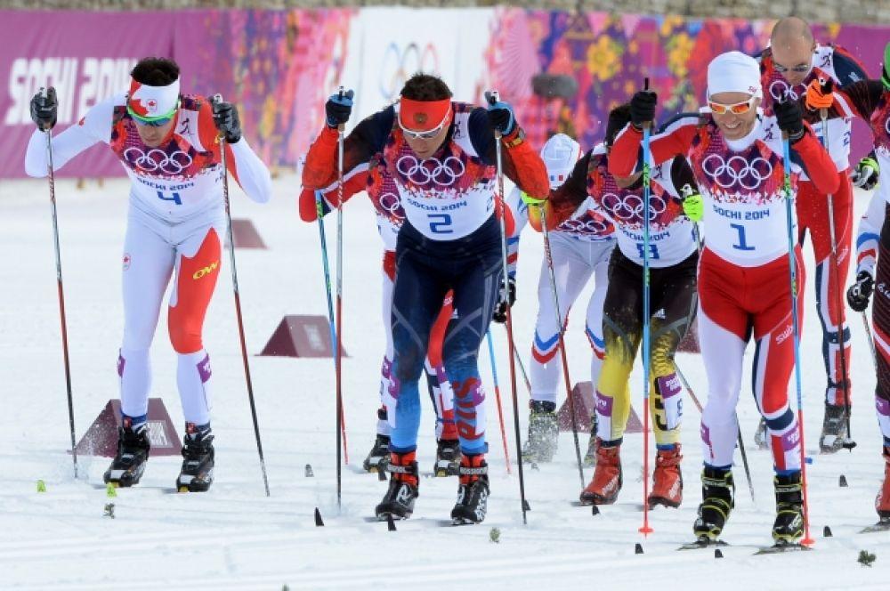 Большие надежды югорские болельщики возлагали прежде всего на Александра Легкова, который стартовал в скиатлоне на 30 км.