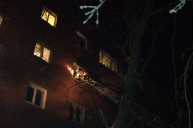 Огонь загорелся на четвертом этаже.