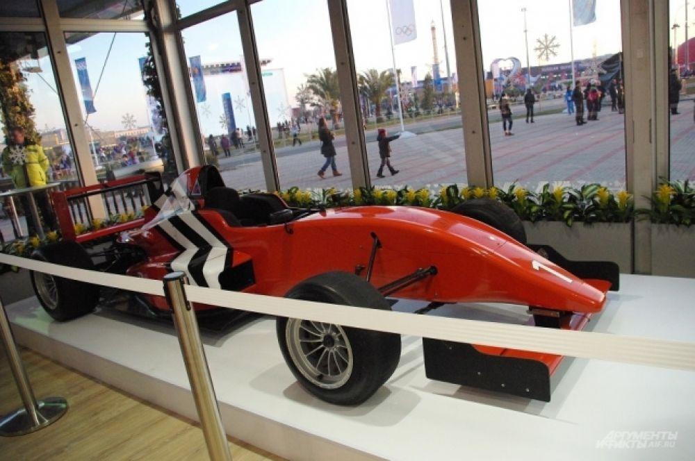 Кубань представила гоночный болид «Формулы-1» как напоминание о том, что скоро в Сочи пройдет этап этих всемирных соревнований
