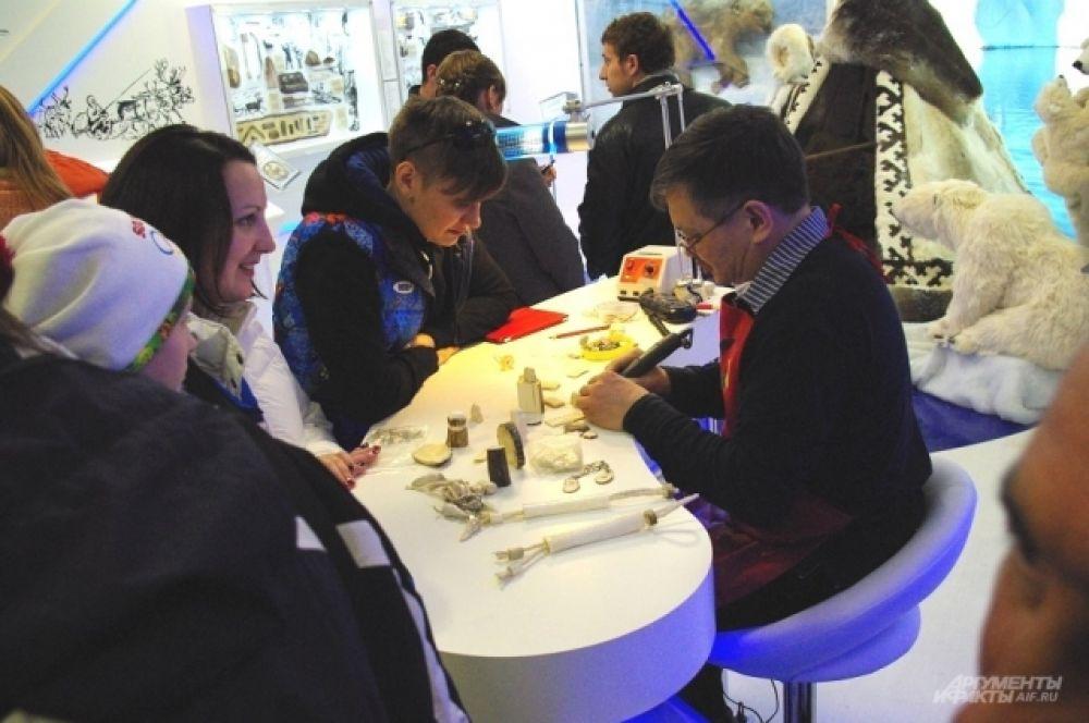 В регионах Сибири весьма популярна резьба по кости