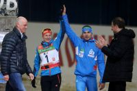 Словацкая спортсменка Анастасия Кузьмина и Антон Шипулин (в центре).
